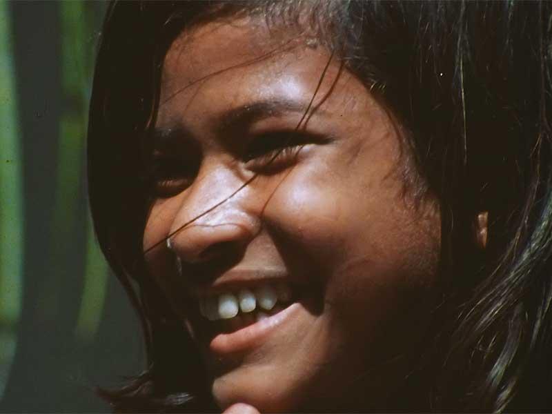 immagine di una bambina indigena dal documentario Una repubblica sull'oceano