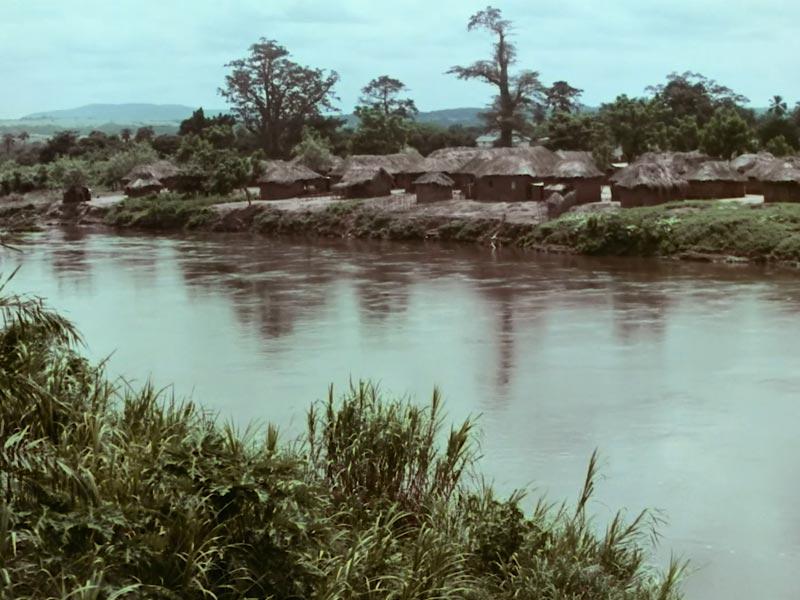 villaggio dell'Angola