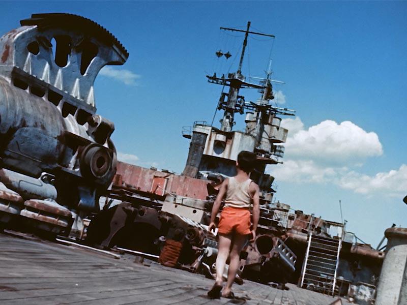 Il giovane lupo di mare sulla vecchia corazzata C301