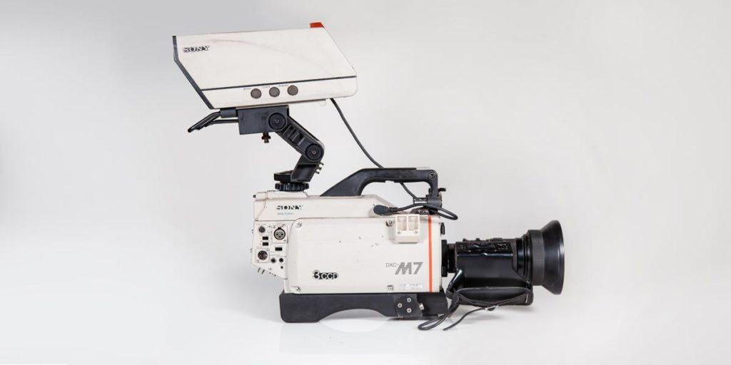 SONY-DXC-M7P-lato-b recupero apparecchiature